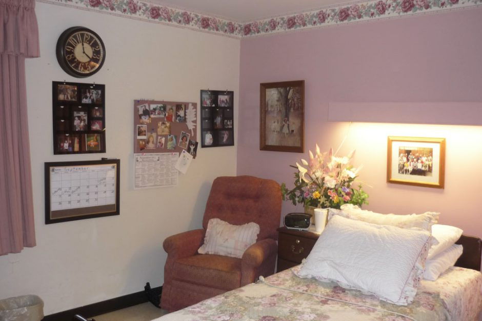 . How to Decorate a Nursing Home Room